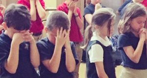 kids praying-1